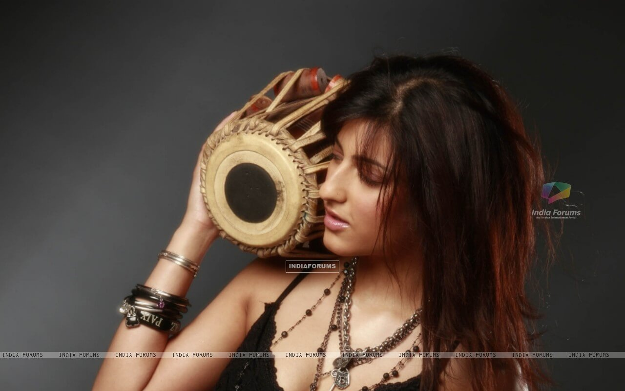 Shruti Haasan Age, Image(photos), Date Of Birth, Height, Boyfriend, Sister, Mother, Religion, Biography, Marriage, Family, Net Worth, Education, Awards, Instagram, Twitter, Wiki, Facebook, Imd ( (214)