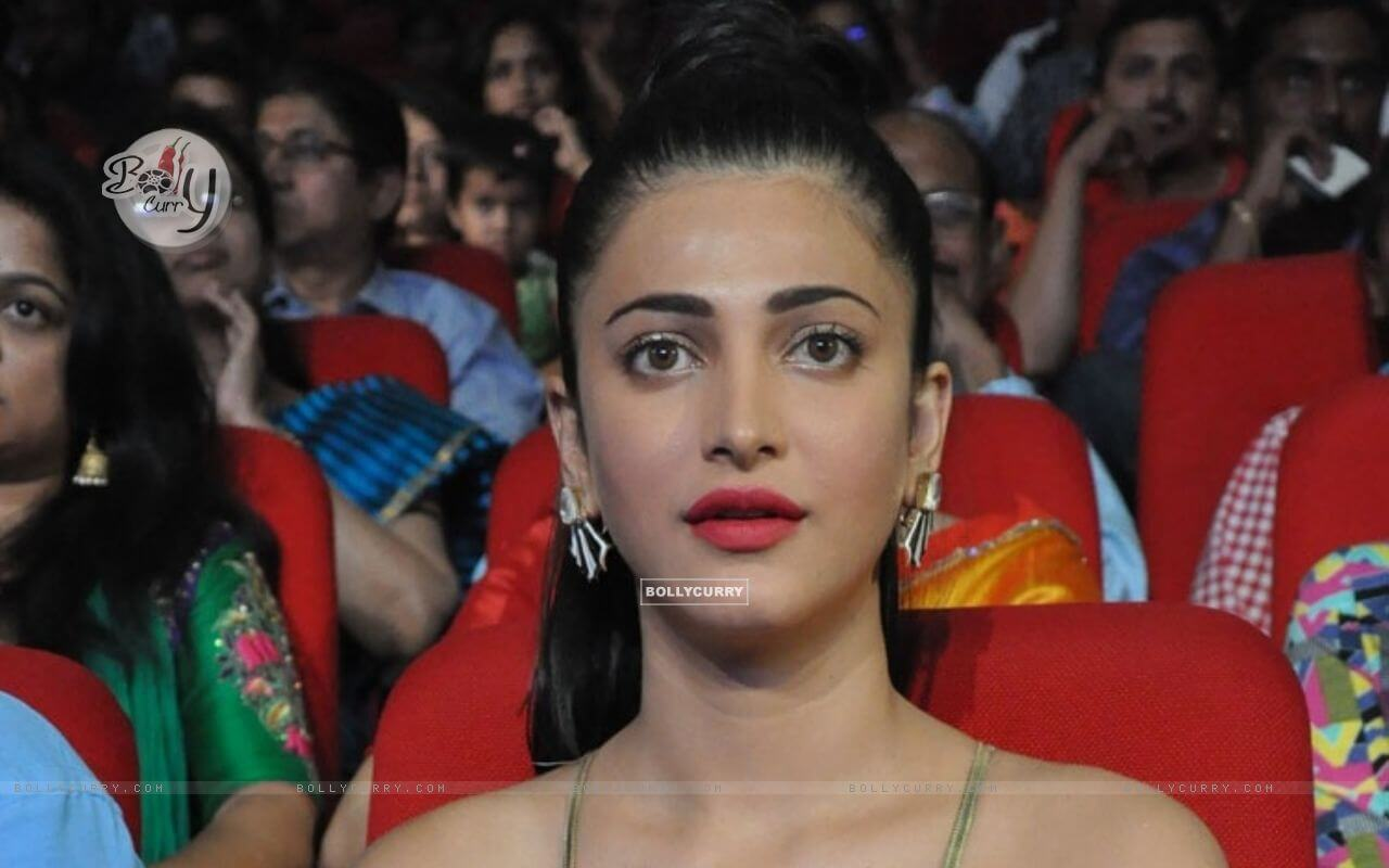 Shruti Haasan Age, Image(photos), Date Of Birth, Height, Boyfriend, Sister, Mother, Religion, Biography, Marriage, Family, Net Worth, Education, Awards, Instagram, Twitter, Wiki, Facebook, Imd ( (230)