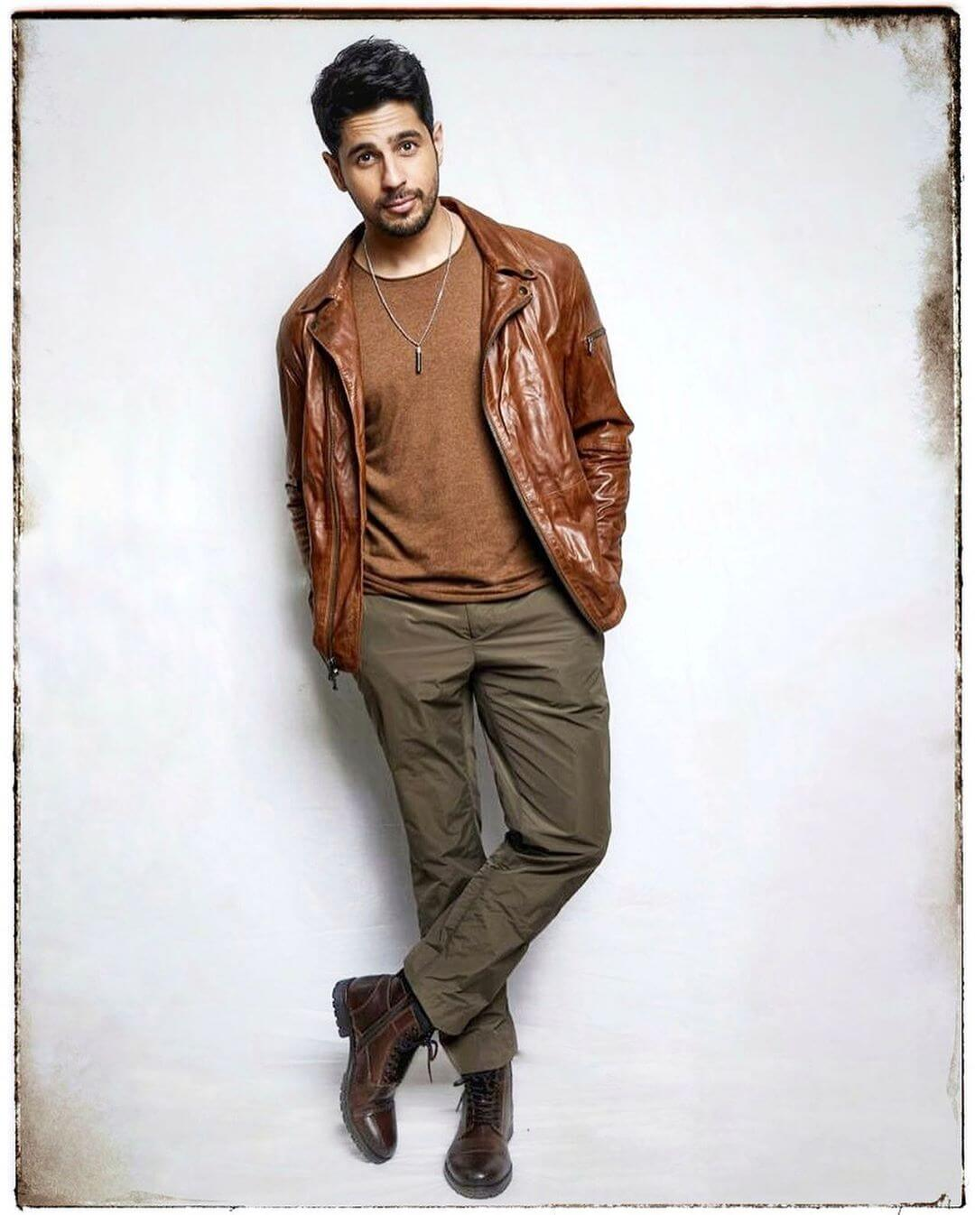 Sidharth Malhotra Movies, Height, Age, Photos, Birth Date, Biography, Girlfriend, Family, Hairstyle, Education, Details, Net Worth, Awards, Wiki, Instagram, Facebook, Imdb, Twitter (34)