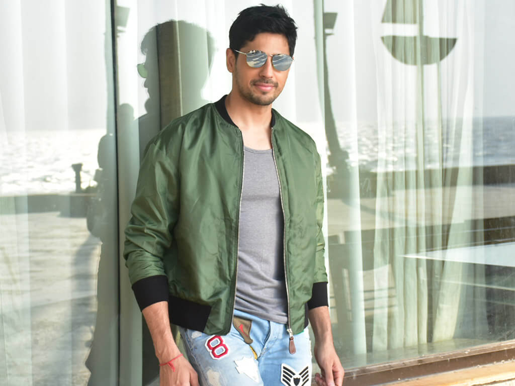 Sidharth Malhotra Movies, Height, Age, Photos, Birth Date, Biography, Girlfriend, Family, Hairstyle, Education, Details, Net Worth, Awards, Wiki, Instagram, Facebook, Imdb, Twitter (66)