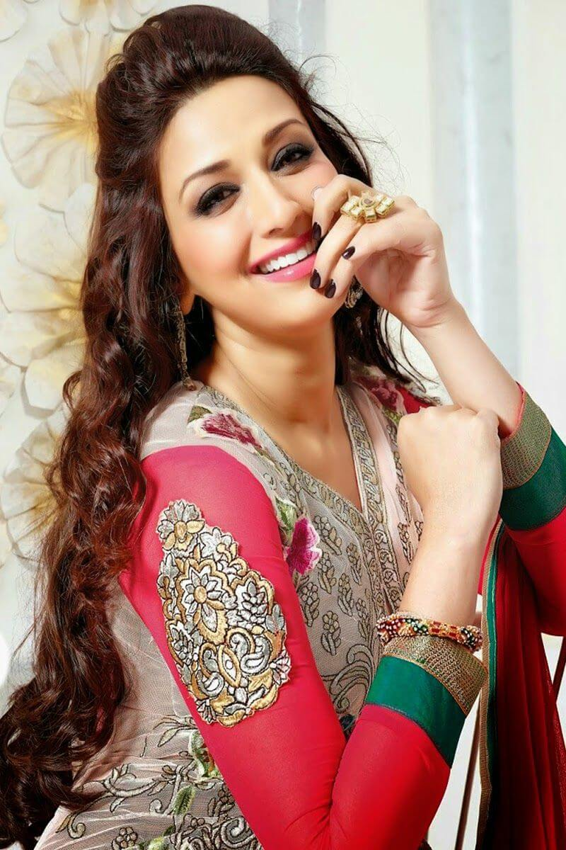 Sonali Bendre Cancer, Death, Photos(image), Family, Husband, Biography, Date Of Birth, Movies, Latest News, Haircut, Net Worth, Married, Education, Son, Awards, Instagram, Wiki, Twitter, Faceb (1)