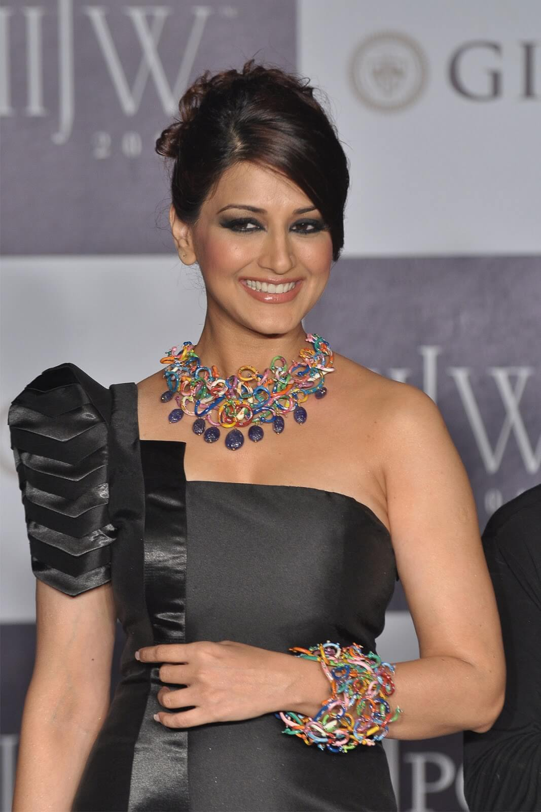 Sonali Bendre Cancer, Death, Photos(image), Family, Husband, Biography, Date Of Birth, Movies, Latest News, Haircut, Net Worth, Married, Education, Son, Awards, Instagram, Wiki, Twitter, Faceb ( (28)