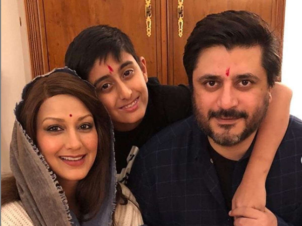 Sonali Bendre Cancer, Death, Photos(image), Family, Husband, Biography, Date Of Birth, Movies, Latest News, Haircut, Net Worth, Married, Education, Son, Awards, Instagram, Wiki, Twitter, Faceb ( (43)