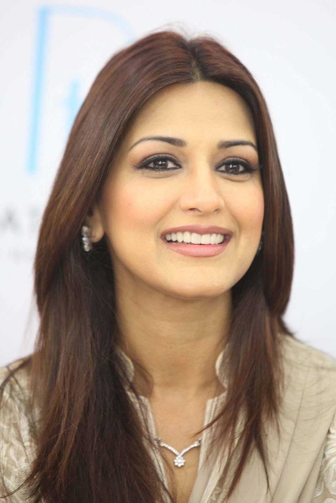Sonali Bendre Cancer, Death, Photos(image), Family, Husband, Biography, Date Of Birth, Movies, Latest News, Haircut, Net Worth, Married, Education, Son, Awards, Instagram, Wiki, Twitter, Faceb ( (69)