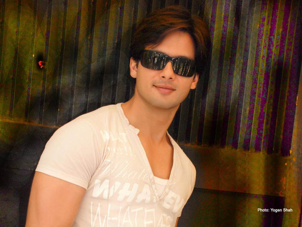 Shahid Kapoor Age, Wife, Height, Movie, Hairstyle, Family, Images(photos), Net Worth, Brother, Education, Biography, Date Of Birth, Awards, Twitter, Instagram, Wiki, Facebook, Imdb, Website (18)