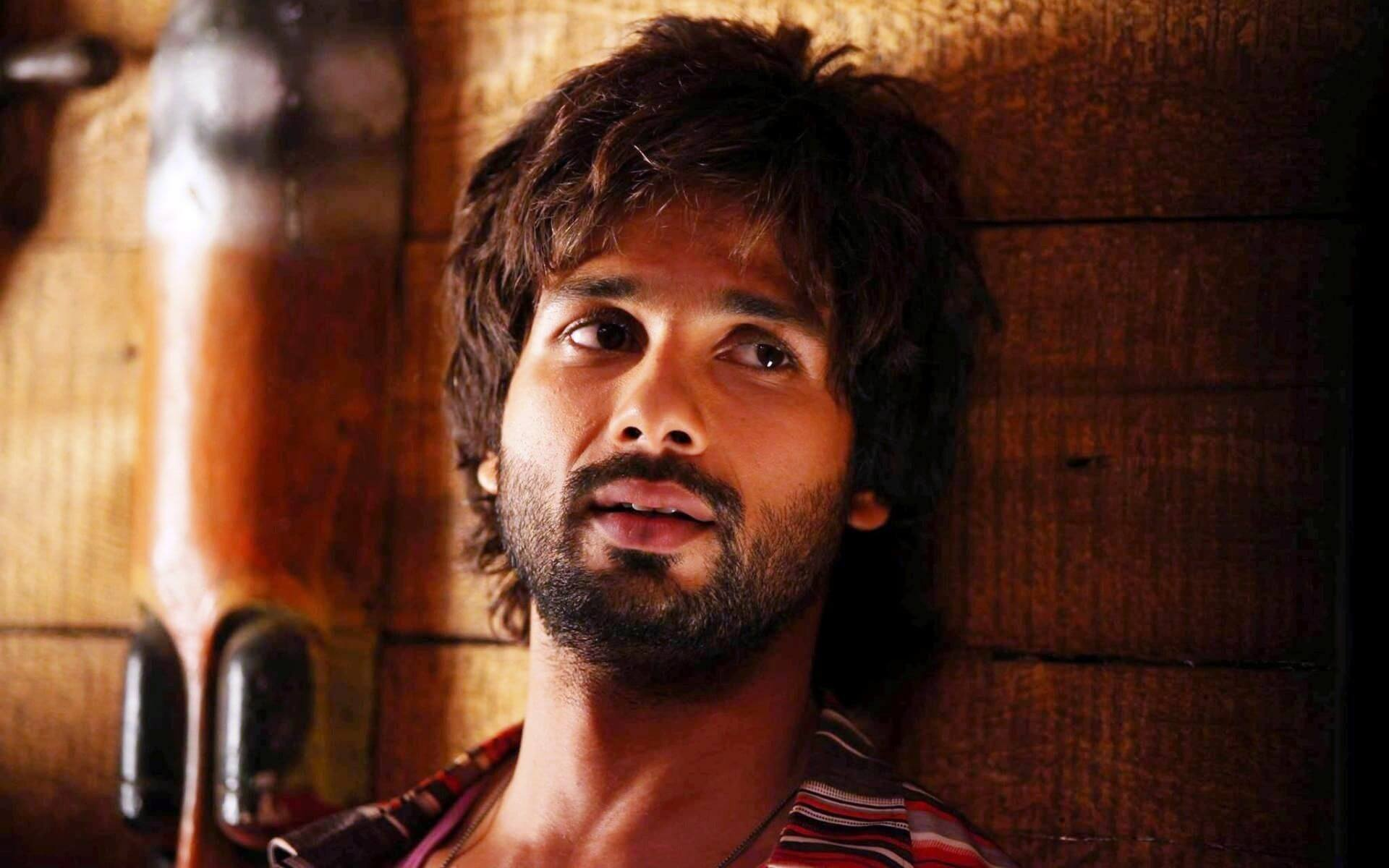 Shahid Kapoor Age, Wife, Height, Movie, Hairstyle, Family, Images(photos), Net Worth, Brother, Education, Biography, Date Of Birth, Awards, Twitter, Instagram, Wiki, Facebook, Imdb, Website (22)