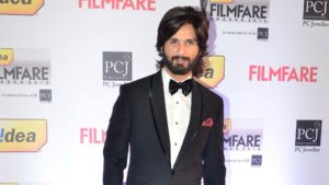 Shahid Kapoor Age, Wife, Height, Movie, Hairstyle, Family, Images(photos), Net Worth, Brother, Education, Biography, Date Of Birth, Awards, Twitter, Instagram, Wiki, Facebook, Imdb, Website (28)