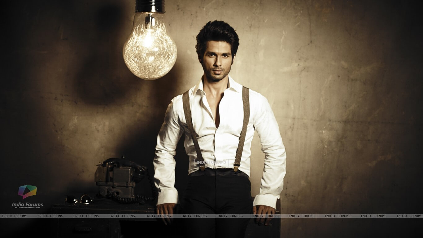 Shahid Kapoor Age, Wife, Height, Movie, Hairstyle, Family, Images(photos), Net Worth, Brother, Education, Biography, Date Of Birth, Awards, Twitter, Instagram, Wiki, Facebook, Imdb, Website (7)