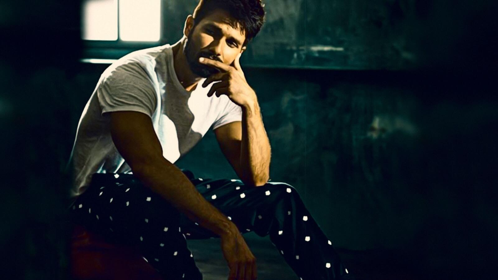 Shahid Kapoor Age, Wife, Height, Movie, Hairstyle, Family, Images(photos), Net Worth, Brother, Education, Biography, Date Of Birth, Awards, Twitter, Instagram, Wiki, Facebook, Imdb, Website (77)