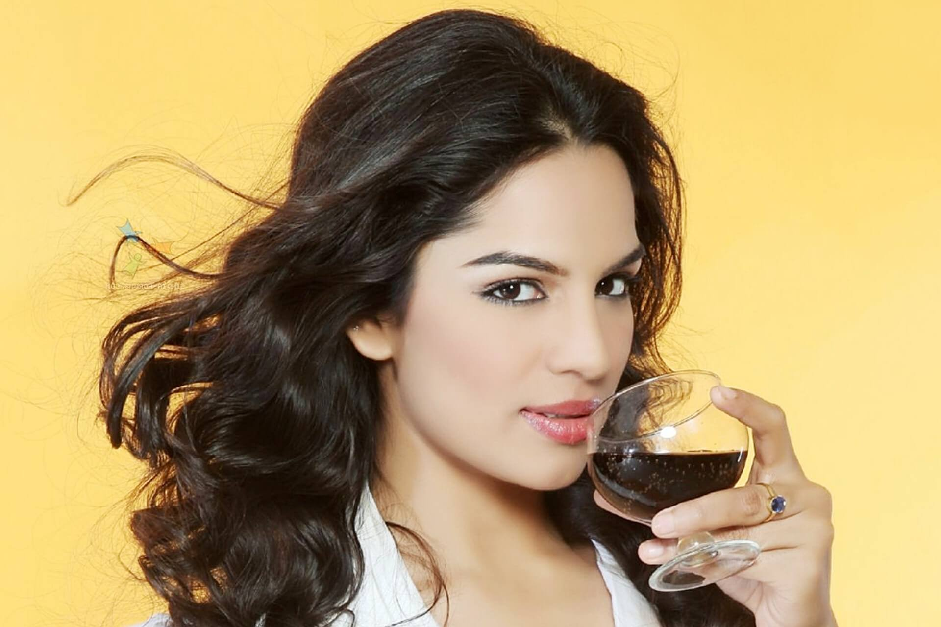 Shikha Singh Age, Sister, Husband, Biography, Date Of Birth, Photo(image), Marriage, Net Worth, Education, Instagram, Facebook, Wiki, Imdb, Twitter (6) (1)