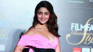 Alia Bhatt Biography, Marriage,age, Photo, Net Worth, Height, Boyfriend, Images, Date Of Birth, Mother, Birthday Date, Sister, In Saree, Husband, Father (10)