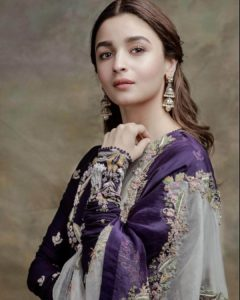 Alia Bhatt Biography, Marriage,age, Photo, Net Worth, Height, Boyfriend, Images, Date Of Birth, Mother, Birthday Date, Sister, In Saree, Husband, Father (12)