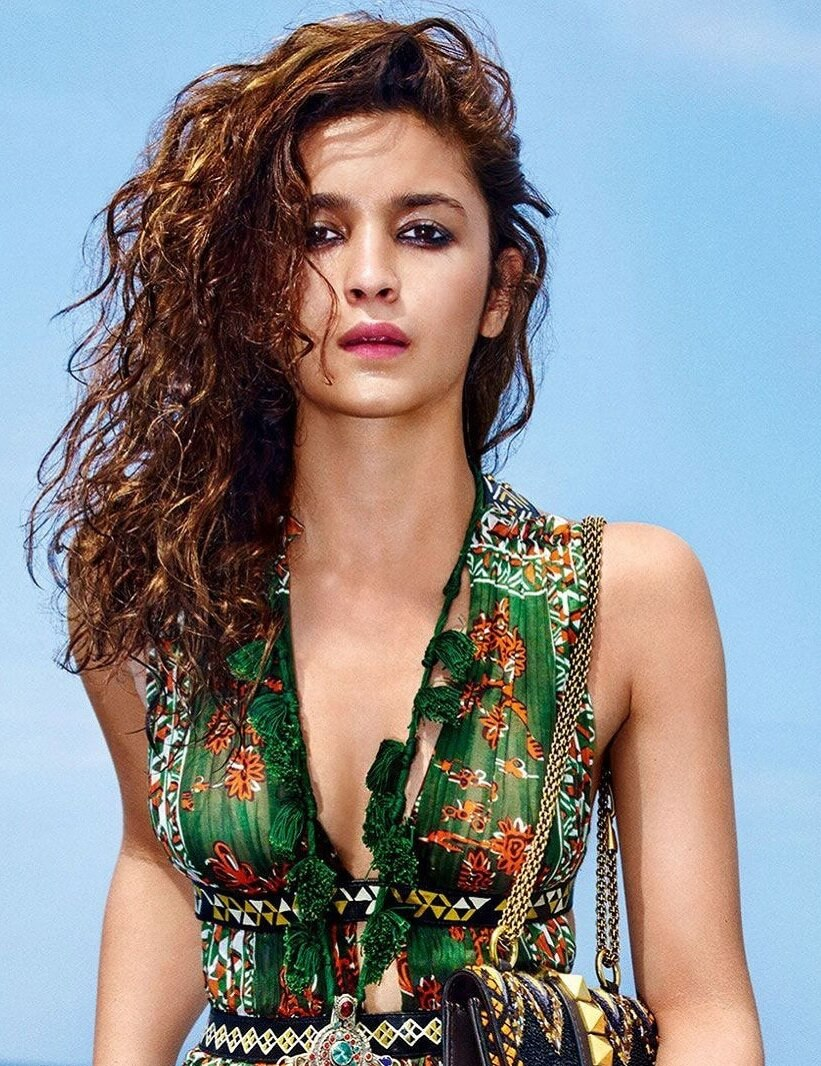 Alia Bhatt Biography, Marriage,age, Photo, Net Worth, Height, Boyfriend, Images, Date Of Birth, Mother, Birthday Date, Sister, In Saree, Husband, Father (14)