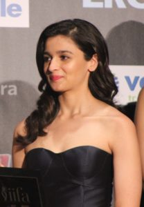 Alia Bhatt Biography, Marriage,age, Photo, Net Worth, Height, Boyfriend, Images, Date Of Birth, Mother, Birthday Date, Sister, In Saree, Husband, Father (17)