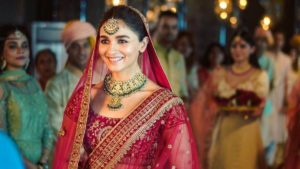 Alia Bhatt Biography, Marriage,age, Photo, Net Worth, Height, Boyfriend, Images, Date Of Birth, Mother, Birthday Date, Sister, In Saree, Husband, Father (2)