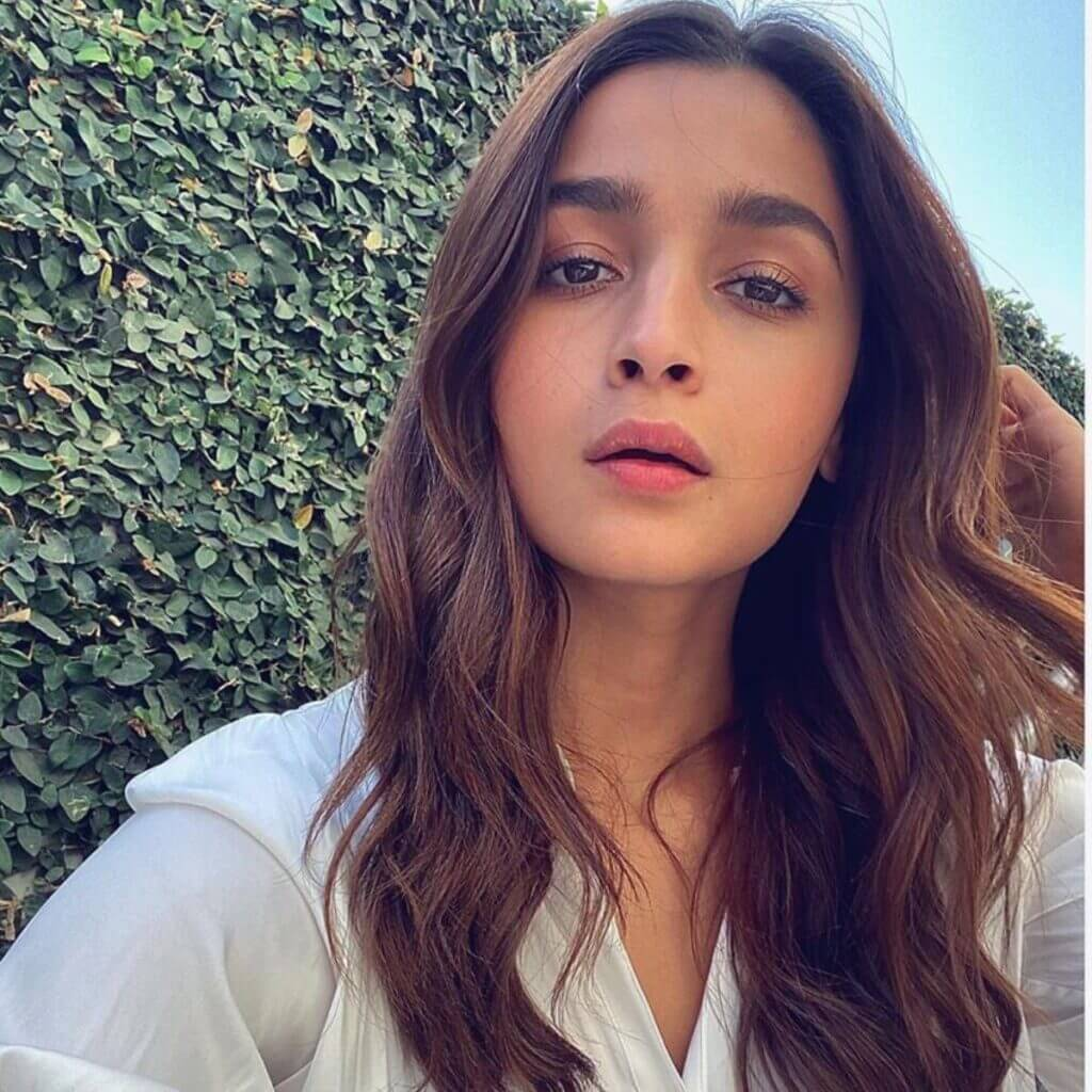 Alia Bhatt Biography, Marriage,age, Photo, Net Worth, Height, Boyfriend, Images, Date Of Birth, Mother, Birthday Date, Sister, In Saree, Husband, Father (26)