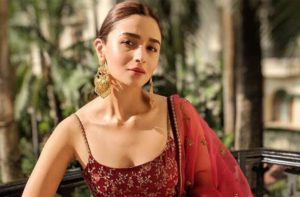 Alia Bhatt Marriage, Biography, Age, Photo, Net Worth, Height, Boyfriend, Images, Date Of Birth, Mother, Birthday Date, Sister, In Saree, Husband, Father (17)