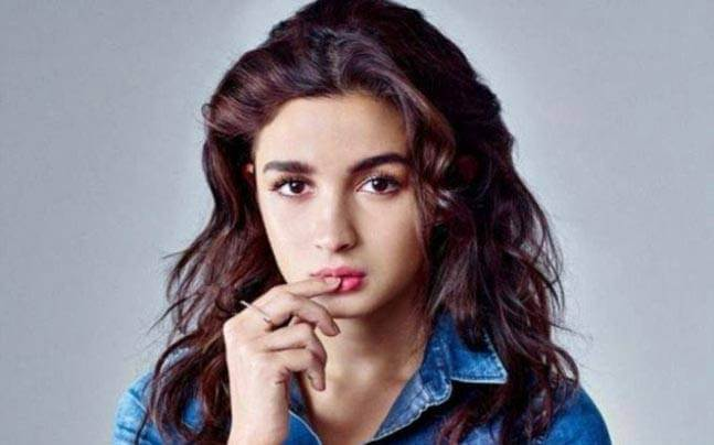 Alia Bhatt Marriage, Biography, Age, Photo, Net Worth, Height, Boyfriend, Images, Date Of Birth, Mother, Birthday Date, Sister, In Saree, Husband, Father (25)