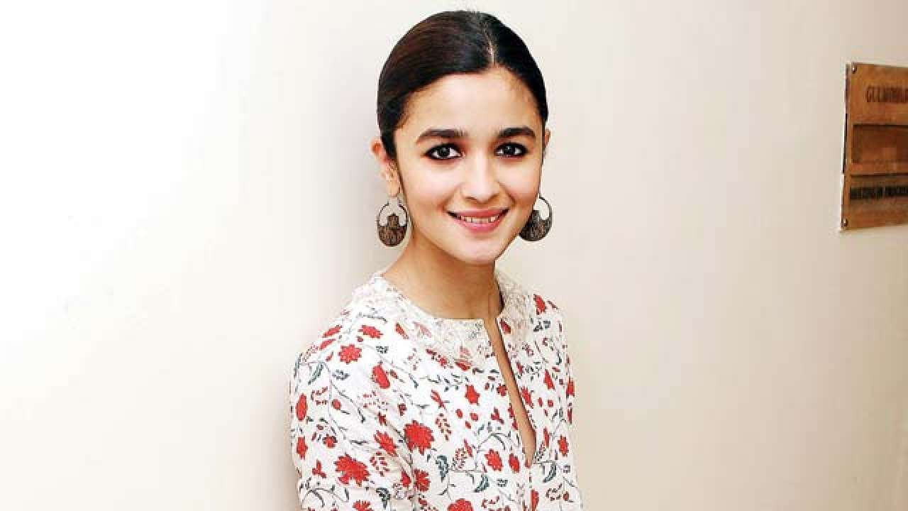 Alia Bhatt Marriage, Biography, Age, Photo, Net Worth, Height, Boyfriend, Images, Date Of Birth, Mother, Birthday Date, Sister, In Saree, Husband, Father (4)