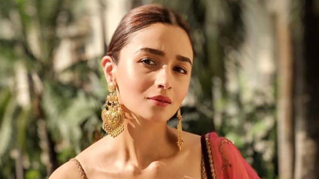 Alia Bhatt Marriage, Biography, Age, Photo, Net Worth, Height, Boyfriend, Images, Date Of Birth, Mother, Birthday Date, Sister, In Saree, Husband, Father (5)