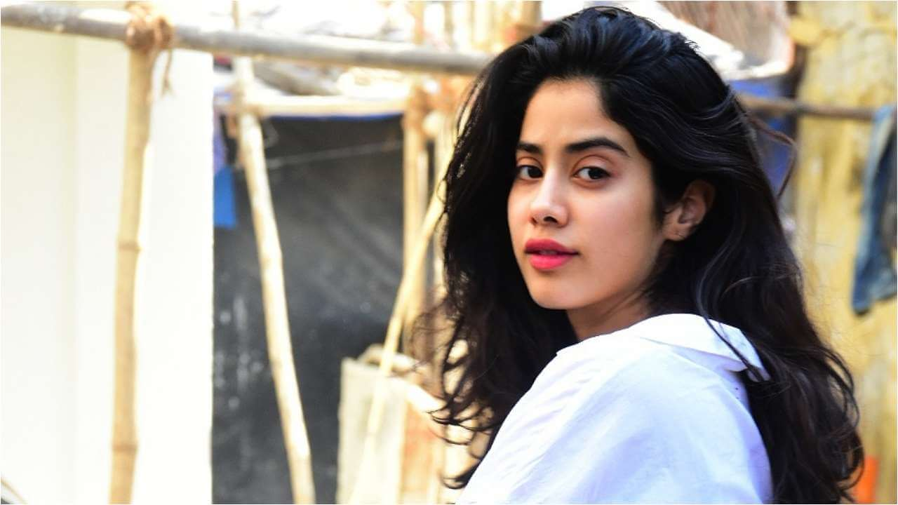 Janhvi Kapoor Age, Photos(images), Movie, Education, Birthday, Biography, Height, Husband, Net Worth, Instagram, Wiki, Twitter, Facebook, Imdb (10)