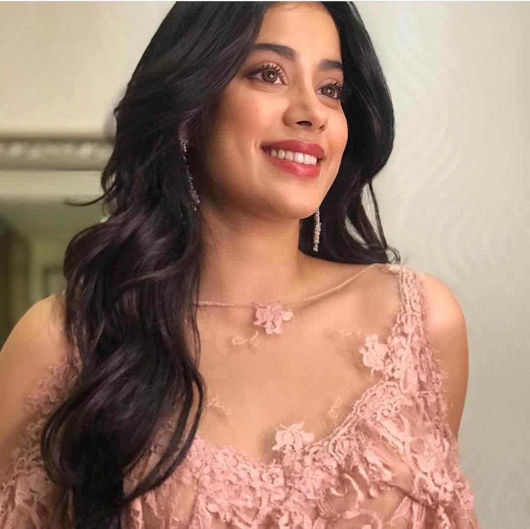 Janhvi Kapoor Age, Photos(images), Movie, Education, Birthday, Biography, Height, Husband, Net Worth, Instagram, Wiki, Twitter, Facebook, Imdb (4)