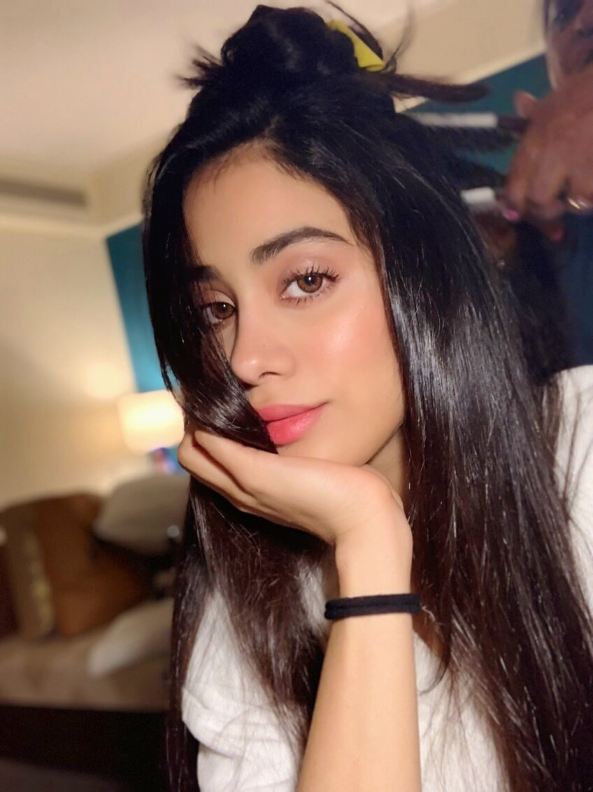Janhvi Kapoor Age, Photos(images), Movie, Education, Birthday, Biography, Height, Husband, Net Worth, Instagram, Wiki, Twitter, Facebook, Imdb (56)