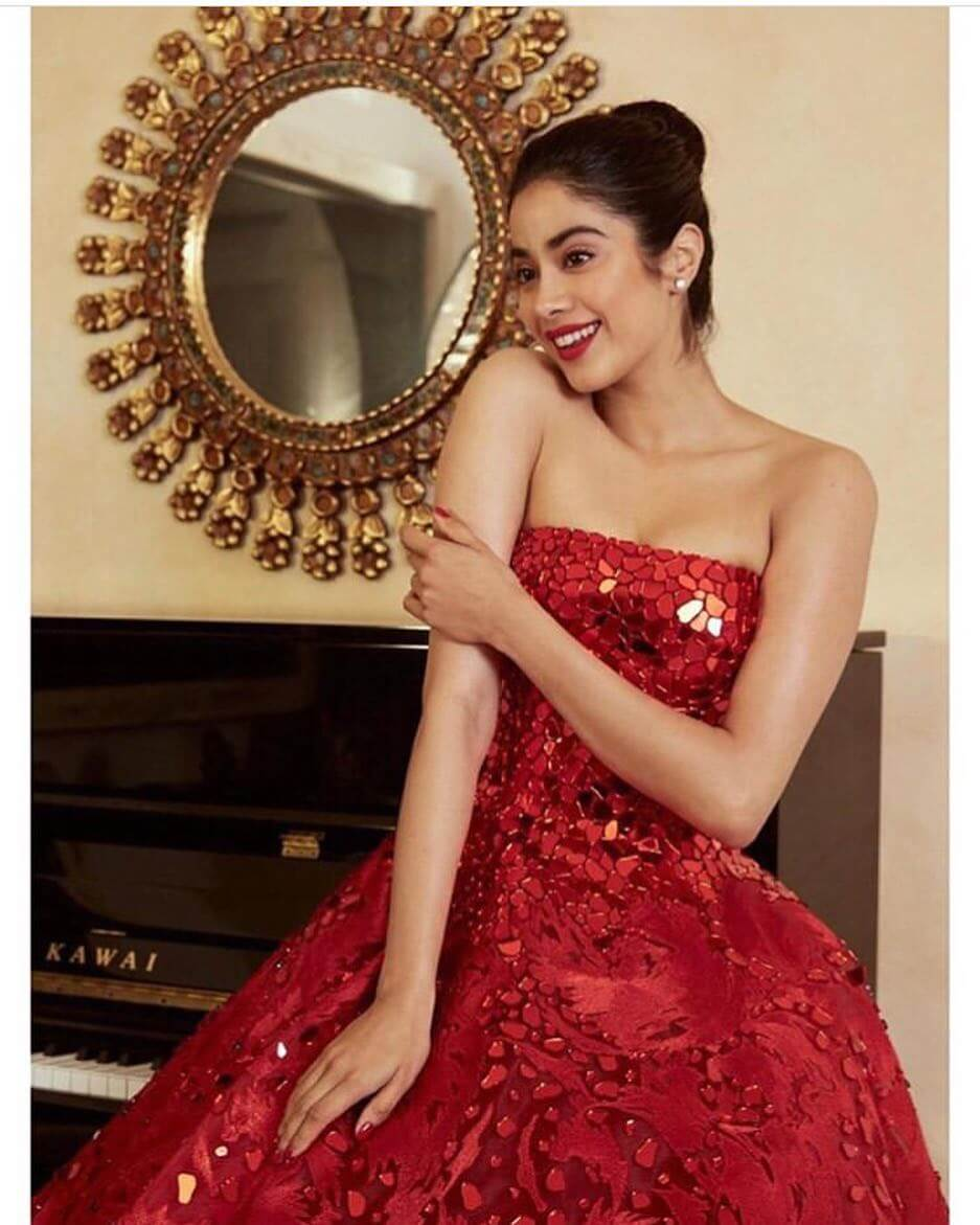 Janhvi Kapoor Age, Photos(images), Movie, Education, Birthday, Biography, Height, Husband, Net Worth, Instagram, Wiki, Twitter, Facebook, Imdb (70)