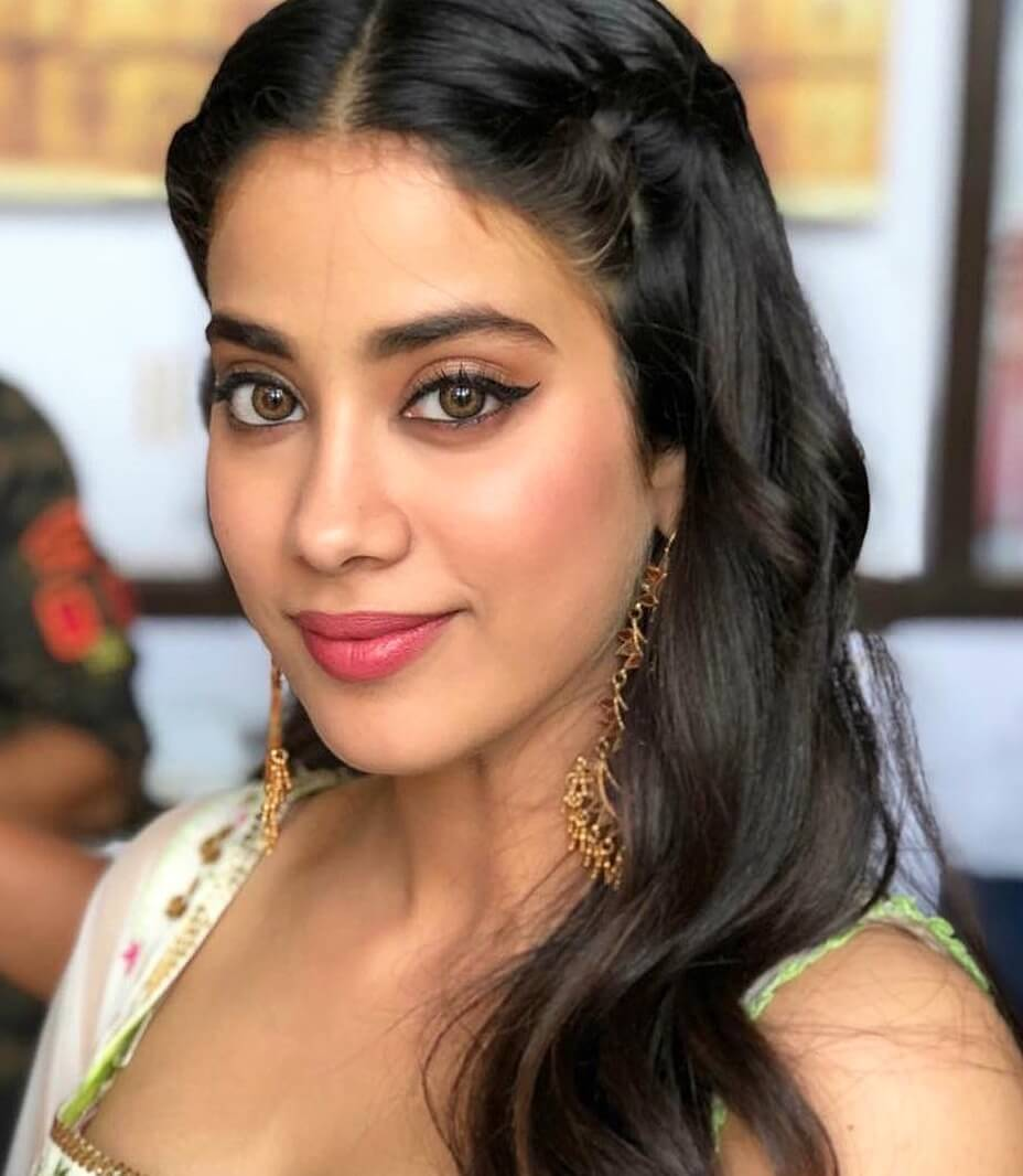 Janhvi Kapoor Age, Photos(images), Movie, Education, Birthday, Biography, Height, Husband, Net Worth, Instagram, Wiki, Twitter, Facebook, Imdb (77)