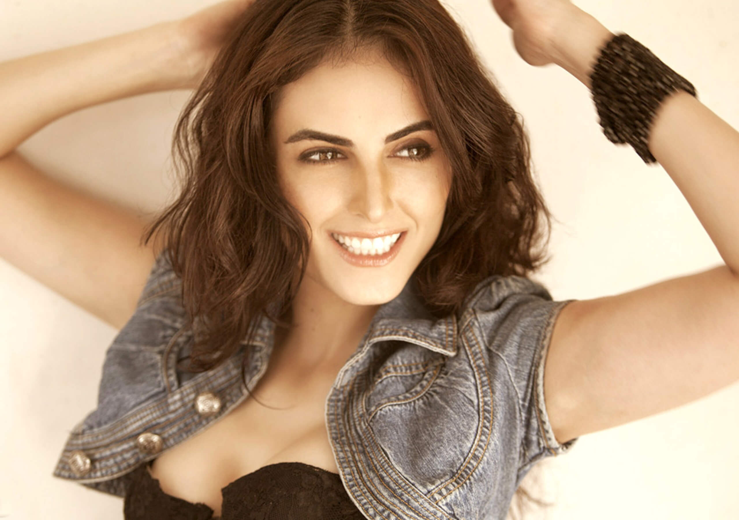 Mandana Karimi Age, Husband, Height, Marriage, Biography, Wedding, Bigg Boss, Wallpaper, Pics, Instagram, Facebook, Twitter (32)