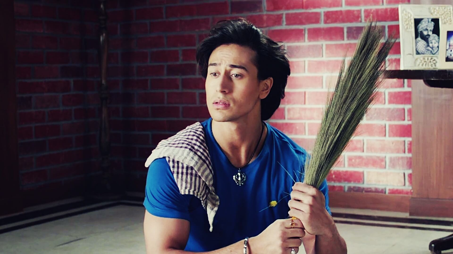 Tiger Shroff Age, Photos(image), Song, Movie, Height, Girlfriend, Sister, Date Of Birth, Net Worth, Biography, Education, Awards, Instagram, Twitter, Facebook, Wiki, Imdb, Youtube (78)