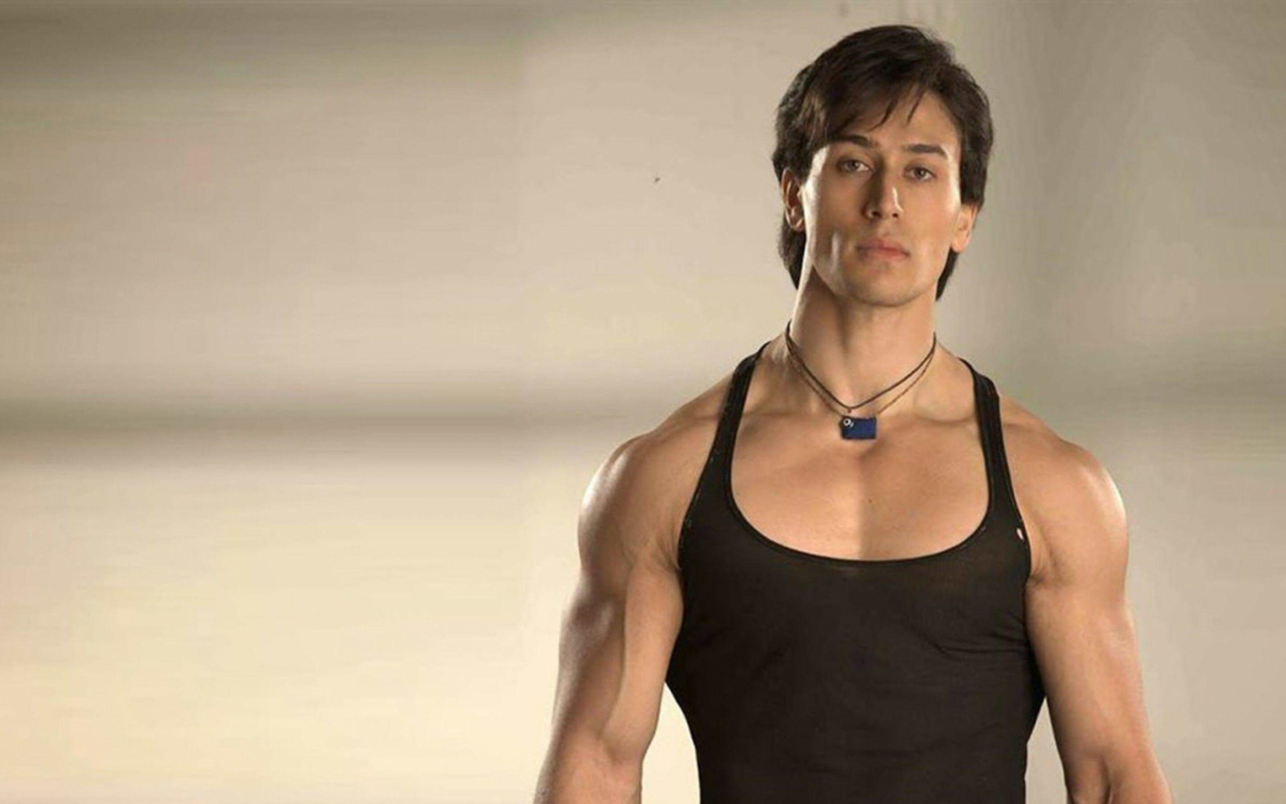 Tiger Shroff Age, Photos(image), Song, Movie, Height, Girlfriend, Sister, Date Of Birth, Net Worth, Biography, Education, Awards, Instagram, Twitter, Facebook, Wiki, Imdb, Youtube (9)