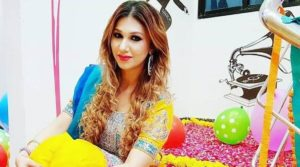Jasleen Matharu And Anoop Jalota Bigg Boss, Instagram, Age, Height, Family Photos, Biography, Boyfriend, Father, Twitter, Facebook, Photos, Date Of Birth, Relationship (1)