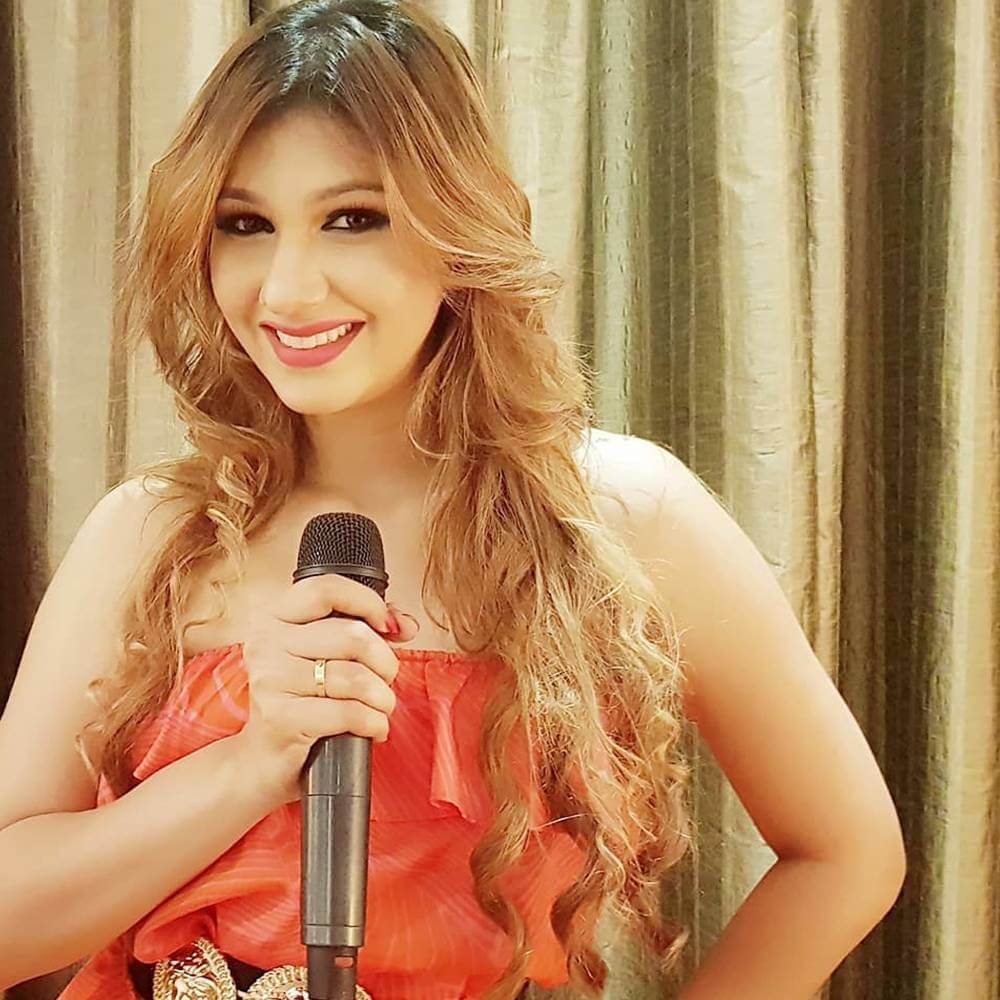 Jasleen Matharu And Anoop Jalota Bigg Boss, Instagram, Age, Height, Family Photos, Biography, Boyfriend, Father, Twitter, Facebook, Photos, Date Of Birth, Relationship (35)