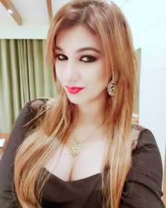 Jasleen Matharu And Anoop Jalota Bigg Boss, Instagram, Age, Height, Family Photos, Biography, Boyfriend, Father, Twitter, Facebook, Photos, Date Of Birth, Relationship (36)