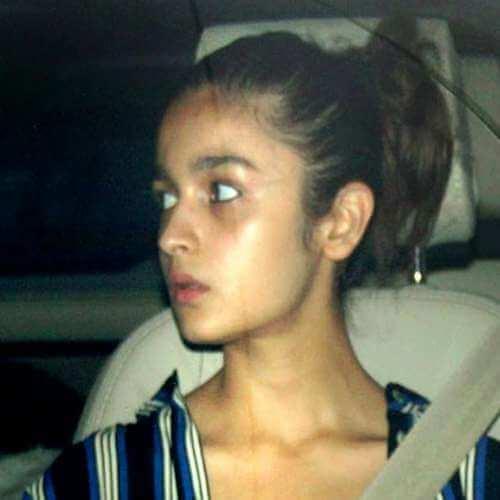 Top 10 Bollywood Actress Without Makeup Alia Bhatt In Car