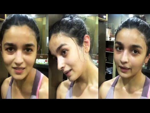 Top 10 Bollywood Actress Without Makeup Alia Bhatt In Lift