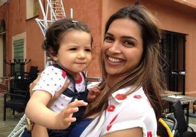 Top 10 Bollywood Actress Without Makeup Deepika Padukone Hot Looking Smiling Face With Child