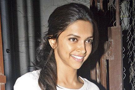 Top 10 Bollywood Actress Without Makeup Deepika Padukone Hot Looking Smiling Face