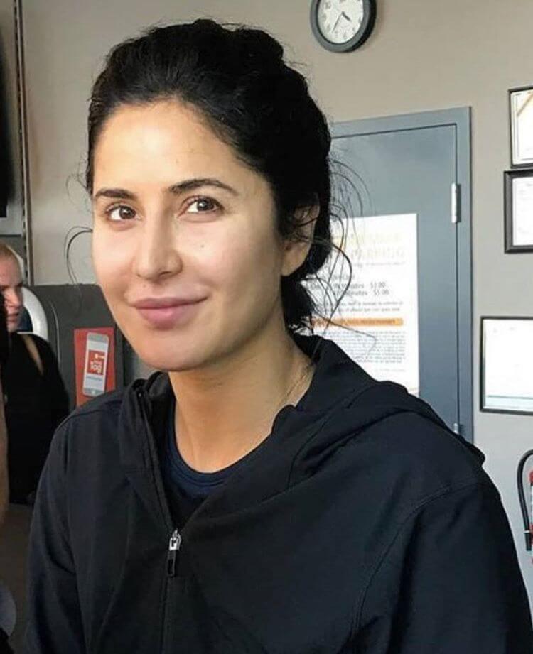 Top 10 Bollywood Actress Without Makeup Katrina Kaif At Airport
