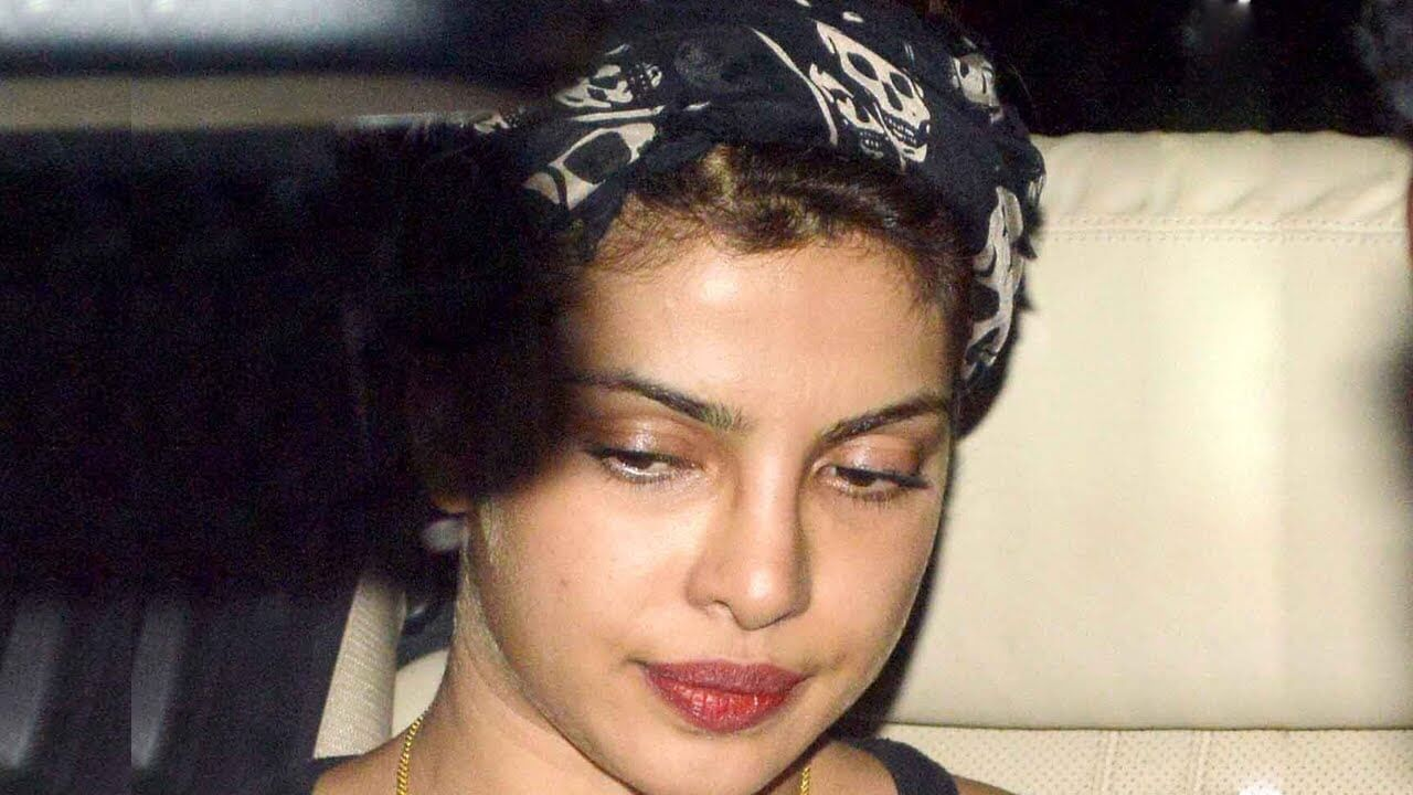 Top 10 Bollywood Actress Without Makeup Priyanka Chopra In Car 2