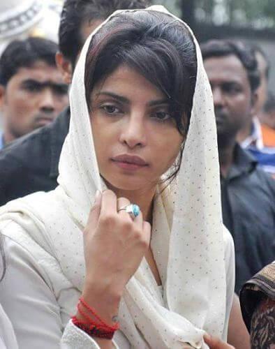Top 10 Bollywood Actress Without Makeup Priyanka Chopra Sad