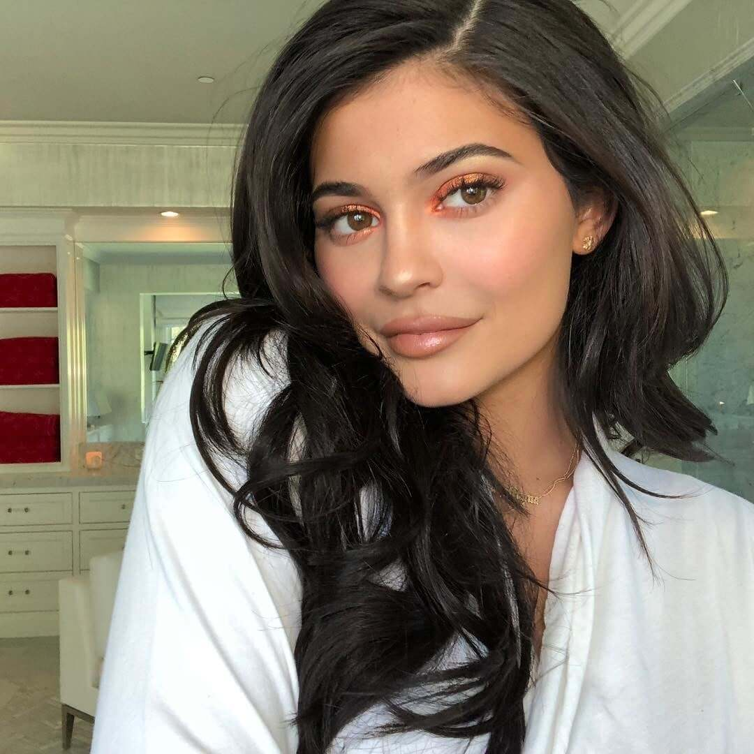 She's Hot. Rich. And Just 22! Kylie Jenner (3)