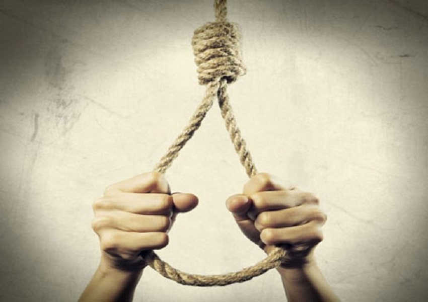 Fed up with ragging, the B Pharma student put the noose, in a suicide note, said in a pink suit…