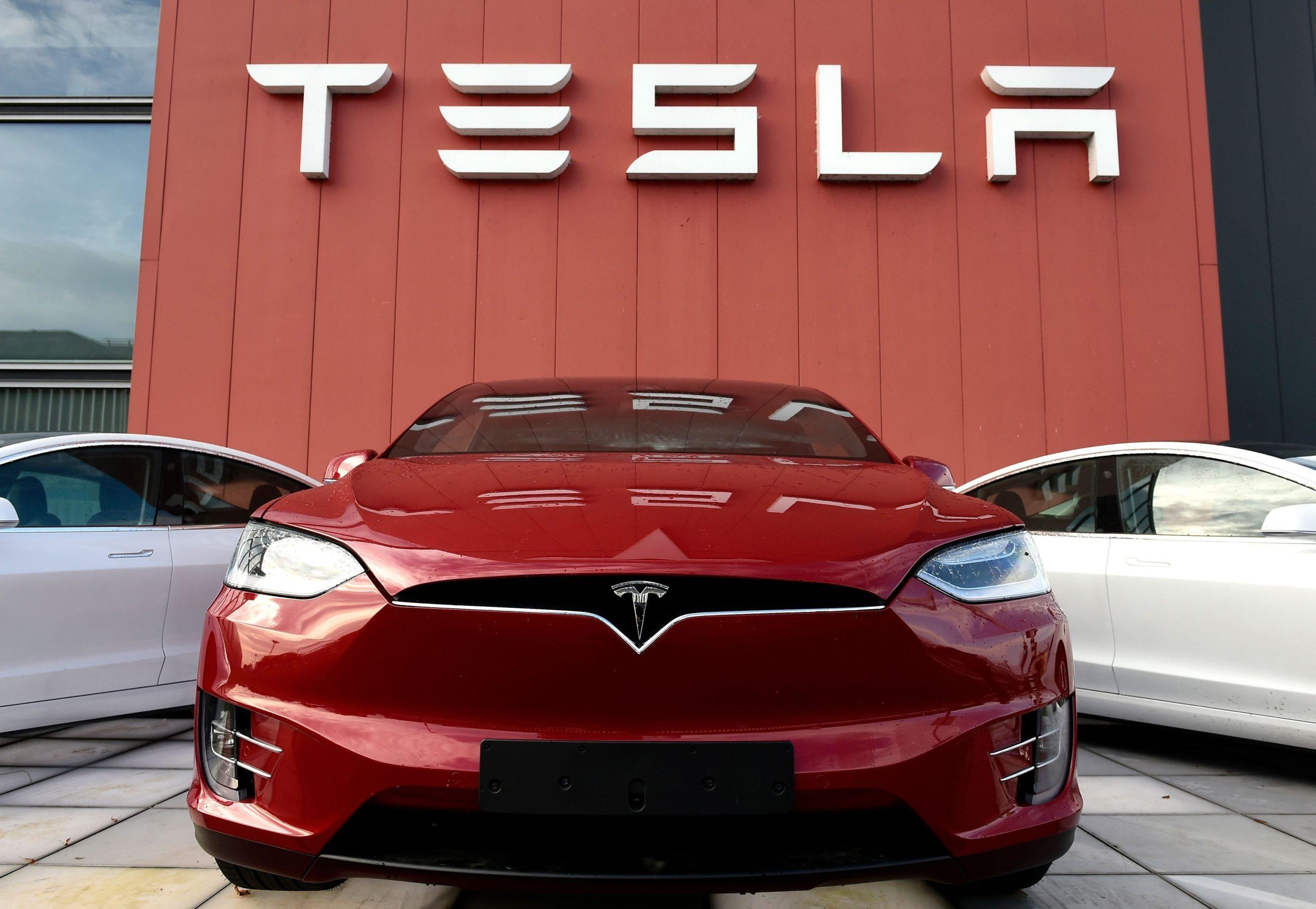Registration for Tesla's electric car starts