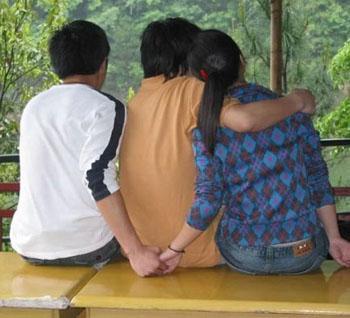 मायके जाने के बहाने शादीशुदा प्रेमी संग चली गई विवाहिता, पति कर रहा मिन्ननते 38