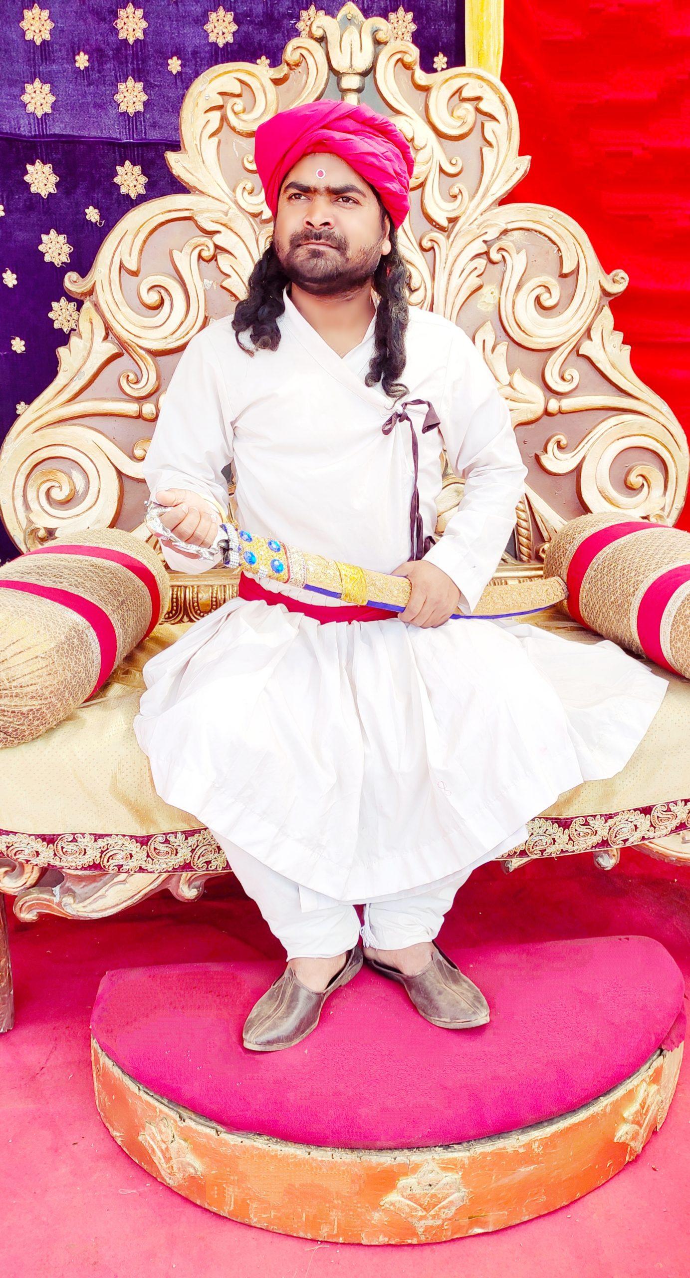 सुनिल कवि राज तेनालीराम टीवी सिरियल मे काम कर रहे हैं   Sunil Kavi Razz is work in Tenalirama TV Serial. 38