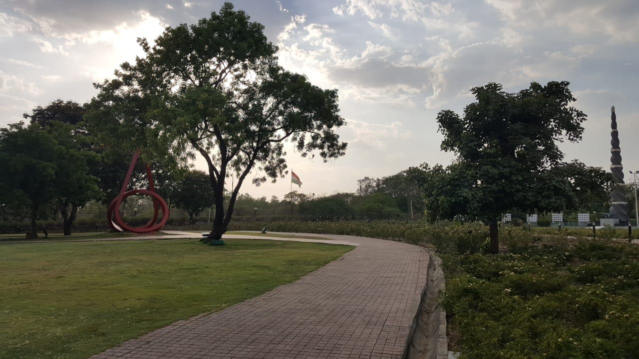 वृक्ष लगाए पर्यावरण के लिए