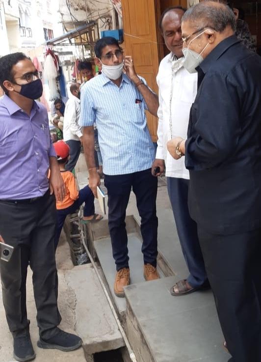 उपखंड अधिकारी प्रमोद सीरवी ने खेरवाड़ा में घर घर जाकर बुजुर्गो को कोविड-19 टीका लगाने को किया प्रेरित