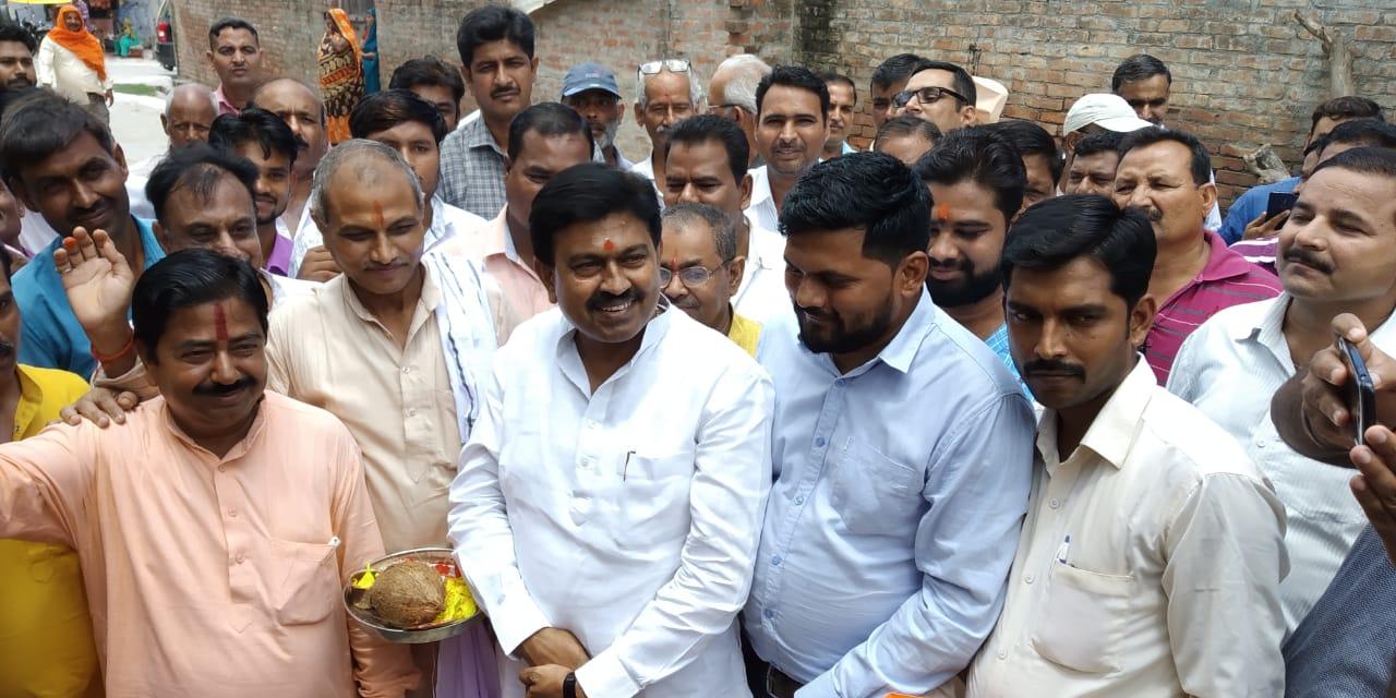 नगर पंचायत सिंगाही में सांसद अजय मिश्रा टेनी ने गौशाला का शिलान्यास व वृक्षरोपड़ एवं सदस्यता अभियान का शुभारंभ किया